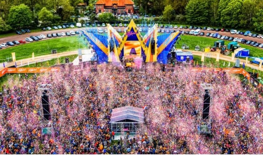 Vorig jaar schoten 5.000 festivalbezoekers een confetti popper af, dit jaar worden dat er 6.000.