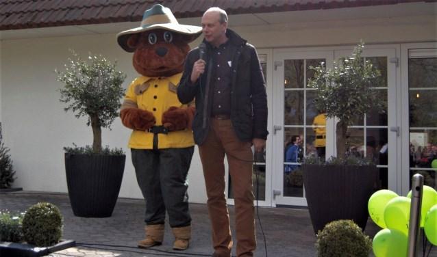 Algemeen directeur Herman Schartman van De Elsgraven en Bollo van Landal GreenParks bij de opening.