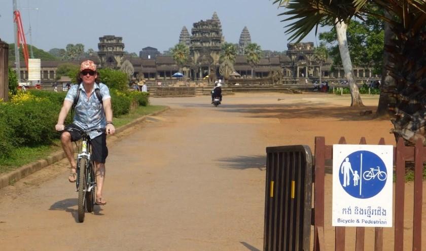 Op fietse door Angkor.