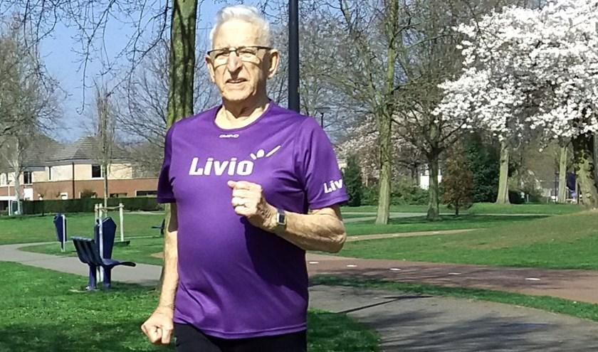 """Andries Woudstra (86): """"Ik denk dat ik de halve marathon nog wel kan halen, maar mijn vrouw zegt van 'dat doen we niet'."""""""