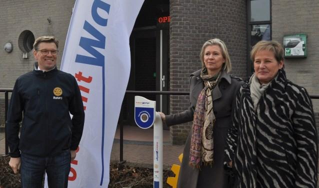 De opening van het watertappunt in Eerde.