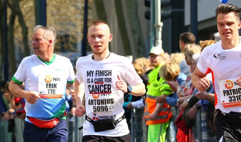 Toon van Dam in de Rotterdam Marathon voor Cherries on Top: steunen kan nog via bankrekening NL33 INGB 0008998989.