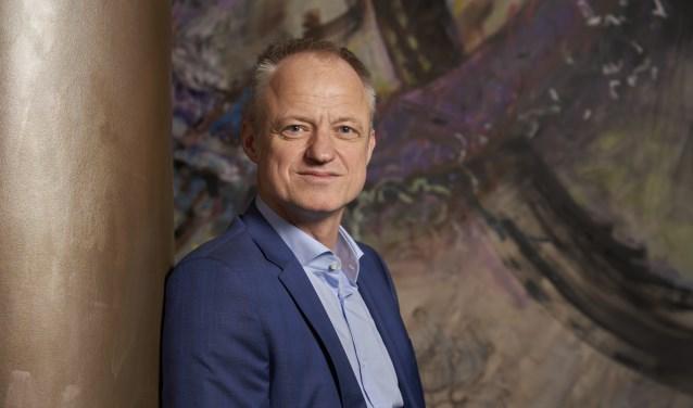 Co Verdaas is de nieuwe dijkgraaf van Waterschap Rivierenland. Hij is vorige week beëdigd door de commissaris van Koning van Gelderland, John Berends.