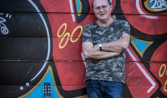 Muziekdocent Henk Muileman is de initiatiefnemer van Almelo zingt Nederlands