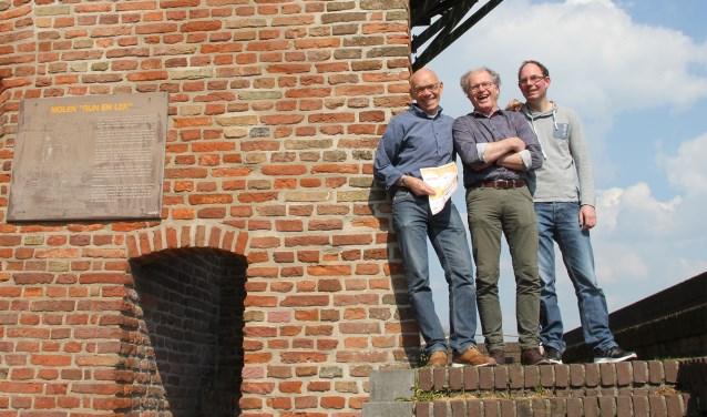 Henri Koper, Arie Nellen en Vincent Groenen vormen nu het bestuur mede door verstek van Wim Pouw wegens ziekte. Stichting Singelloop is op zoek naar mensen met relaties in de wijkse samenleving.