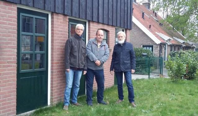 Van links naar rechts: initiatiefnemers Tom Comman, Erik-Jan Noltus en Marinus Trommel voor het Noaberhoes.
