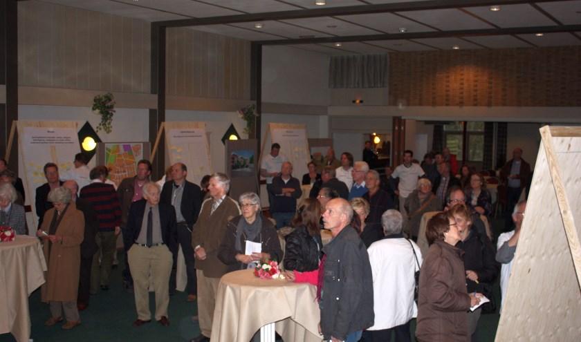 Met een druk bezochte dorpsavond werd in april 2011 de basis gelegd voor het huidige dorpsplan dat nu aan herziening toe is.