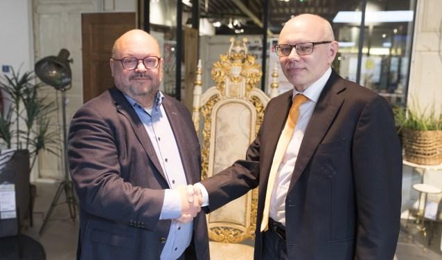 Wethouder Janssen feliciteert Alexander Baljakin