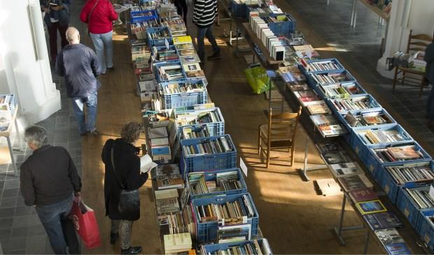 De boekenmarkt in de Catharinakerk. (Foto: eigen foto)