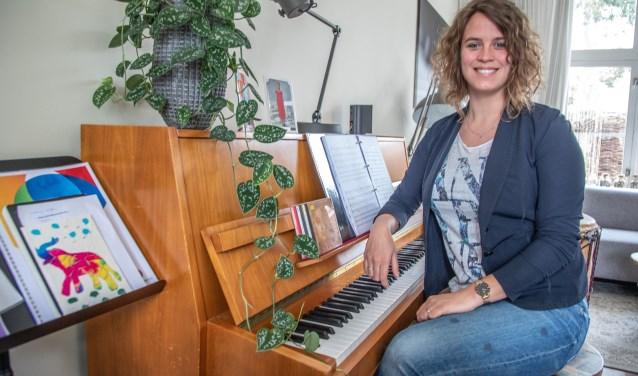 Rachel Kieneker-Munneke (27) leidt donderdag een klassiek concert, speciaal voor jongeren, in de Plantagekerk. (foto: Frans Paalman)