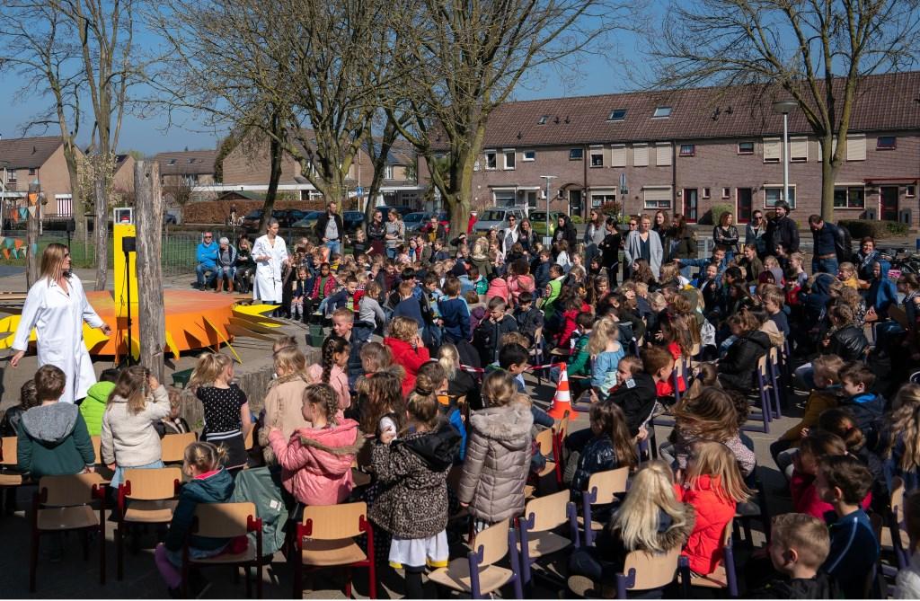 Kinderen van IKC de Hoge Hoeve sluiten op feestelijke wijze het duurzaamheidsprogramma af.