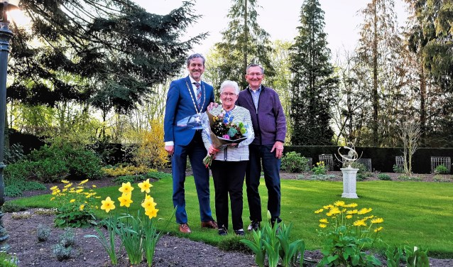 De familie Van Blitterswijk-Veer was op dinsdag 9 april 65 jaar getouwd. (Foto: Max Timons)
