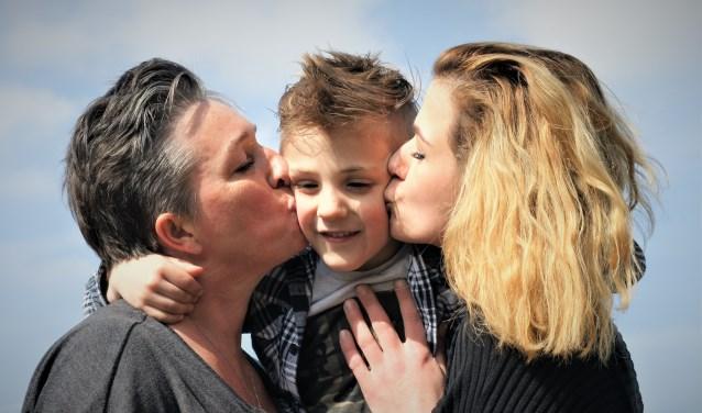 Oma Margo en mamma Corinne hebben een facebookpagina opgericht voor Jake in zijn strijd tegen Batten. Foto: Robbert Roos