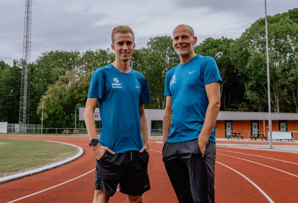 Frank Futselaar (links) en zijn trainer Titus Fierkens van het Running Team Liemers.
