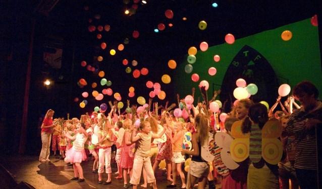 Het is feest voor dansgroep Butterfly. Dit jaar vieren ze dat met een reünie en een speciale show.