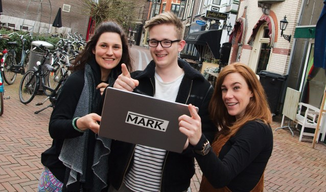 Amanda Kraal (links), samen met haar creatieve team Sven Markmann en Marieke Nuijten. (foto Gert Perdon)