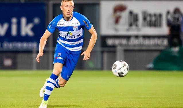Dico Koppers in actie in een van zijn eerste wedstrijden voor PEC Zwolle, nog voordat hij zwaar geblesseerd raakte. (foto: Henry Dijkman)
