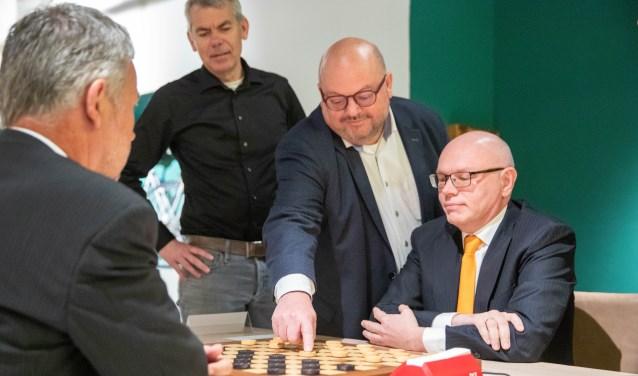 Wethouder Theo Janssen doet openingszet