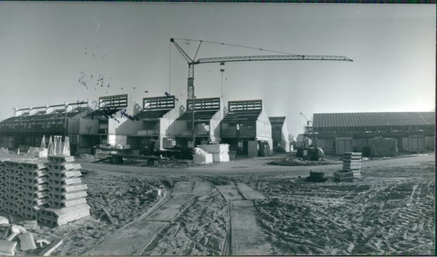 De Mosterdhof in aanbouw in de jaren 1972-1976.