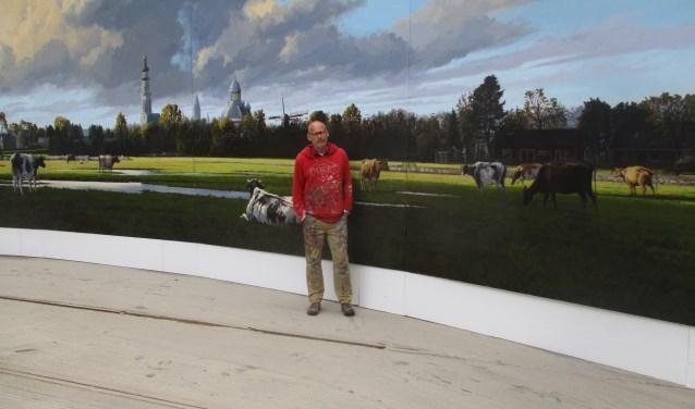 Al jaren schildert Jo Dumon Tak aan Panorama Walcheren  FOTO: MARCEL VAN DER VOORT
