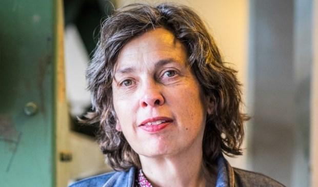 Docent Heleen Schoone, zij geeft de cursus Schrijven over je Eigen | Autobiografisch Schrijven. Vanaf woensdagochtend 8 mei in 't Web in Bleiswijk.