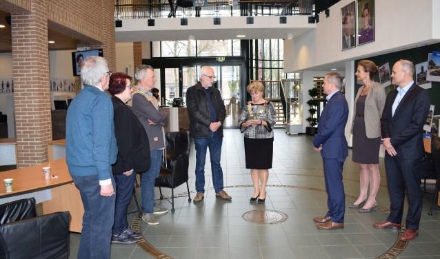 Het gemeentehuis in Sint Anthonis is optimaal toegankelijk voor iedereen. Deze beoordeling blijkt uit de keuring door Platform Gehandicapten Sint Anthonis (PGSA). (persfoto)