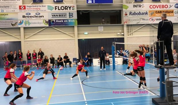 FAST heeft de competitie op waardige wijze afgesloten. Bij titelkandidaat Sliedrecht Sport werd in een vijfsetter met 3-2 verloren. (foto: Jos Gröniger, pr-man FAST)