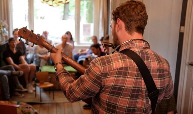 De woonkamers rond het Assendorperplein zijn tijdens het Minstrel Festival concertzaaltjes.
