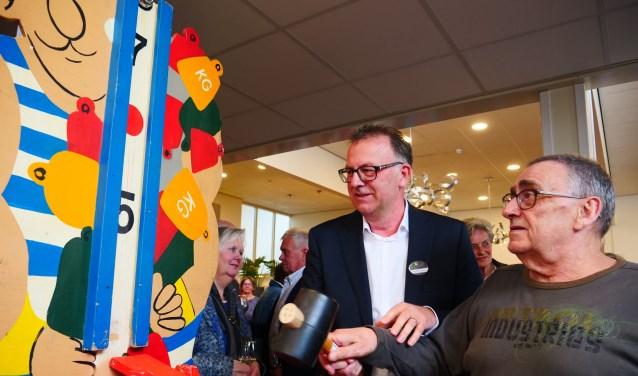 Met een ferme klap op de kop van jut werd Eikendonk afgelopen week feestelijk geopend. Foto: Margo Remie
