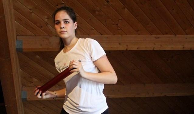 Charanne des Celles uit Westerhaar traint voor de verkiezing van Miss Teen of Overijssel.