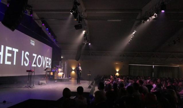 """Voorganger Christiaan Vos tijdens de opening van De Stek: """"Veel mensen zijn benieuwd naar wat we te bieden hebben."""""""