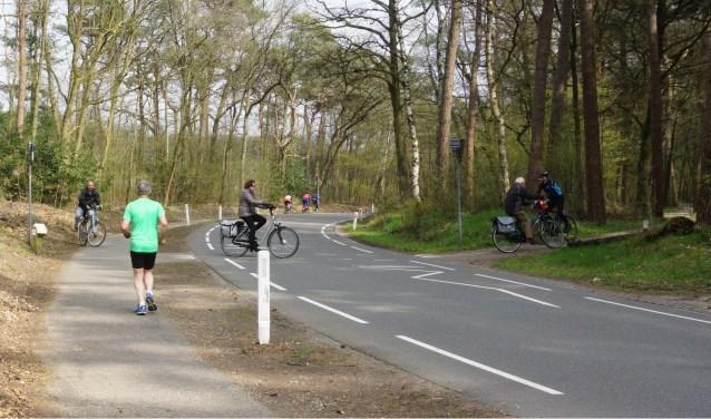 Het fietspad wordt gebruikt door hardlopers, wandelaars, racefietsers en recreatieve fietsers. Foto: Ellis Plokker