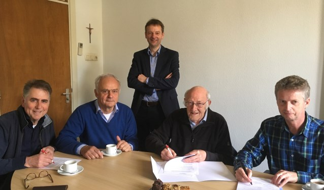 Van links af bestuurssecretaris Gerard Nijhuis, bestuursvoorzitter René Buysrogge, directeur Peter Pot, prior Jan Laan en provinciaal overste René Dinklo.