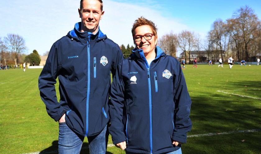 Bestuursleden Kevin Jacops en Anke Duffhues geven een update over het eerste seizoen van fusieclub DWSH. (foto: Marco van den Broek)
