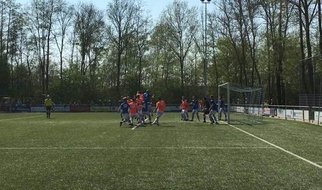Voorwaarts verloor de uitwedstrijd tegen hekkensluiter Blauw Wit met 2-1.