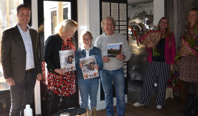 Rutger van Stappershoef, Wil Kosterman, Noortje en Joop ten Heuvel, en twee van de drie makers: Chantal de Geer en Martine van Amerongen