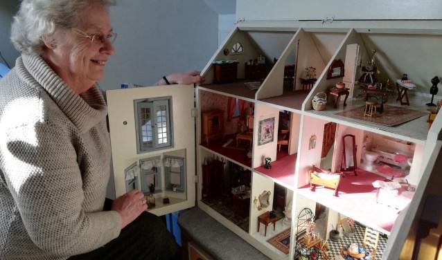 Het was de gezamenlijk hobby van Janneke en haar man: poppenhuizen maken, compleet ingericht. Foto: Conny den Heijer
