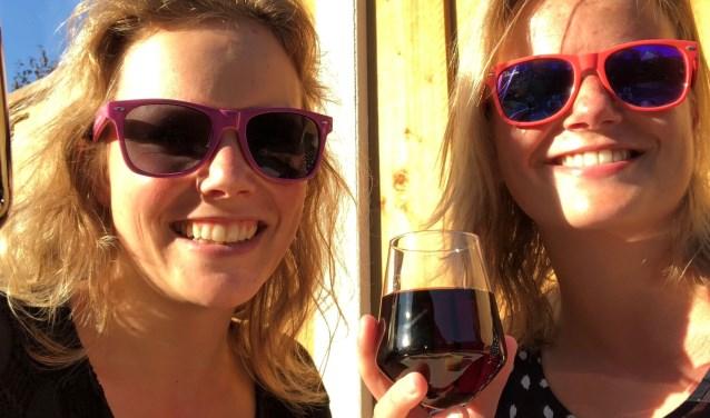 De Hengelose zussen Henrike Banis en Hanneke Scholte doen beide mee aan de MS Motion. Ze wandelen vijf kilometer en proberen voor die wandeltoht zoveel mogelijk geld bij elkaar te krijgen. Eigen foto