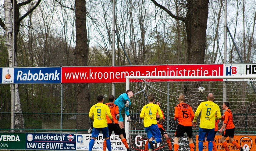De aansluitingstreffer van Robin Metselaar. De wedstrijd tussen DSV en  Hatto-Heim eindigde in 2-1. Foto: Gradus Dijkman
