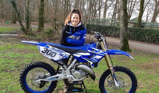 Stacey Nooijens uit Dongen: kapster en verzot op motorcrossen