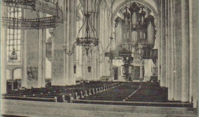 Walburgkerk voor 1906. De Zutphense kranten zijn vanaf de eerste 1849 in het archief in de Spiegelstraat in te zien. (Foto:  Musea Zutphen)