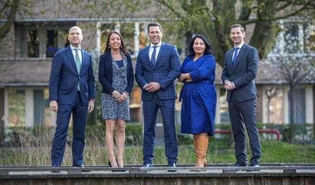 De wethouders in het nieuwe college. Van links naar rechts: Armand van de Laar, Larissa Bentvelzen, Björn Lugthart, Johanna Besteman en Jeffrey Keus