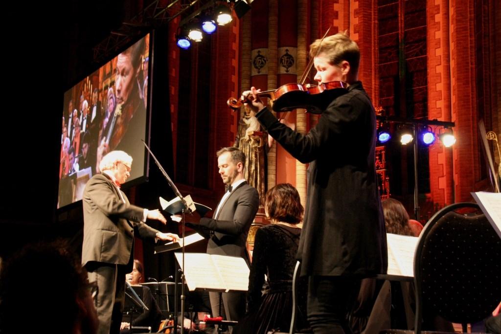 Van leerling en koor tot aan de solist en de eerste violist is de Zieuwentse uitvoering een gepassioneerde uitvoering 'Matthäus'. Foto: Eveline Zuurbier Foto:  © Persgroep