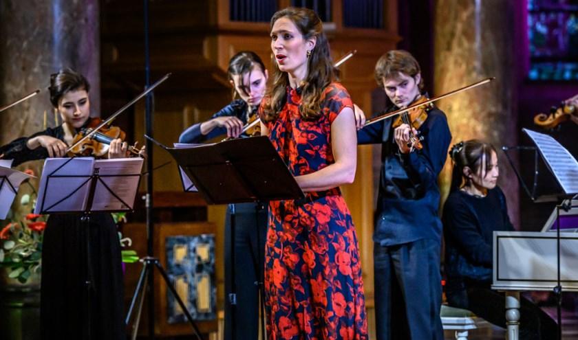 De mezzosopraan Rosina Fabius met het Cugnon Consort. Foto: Peter Braakman