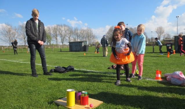 Op het sportterrein van Leerdam Sport werden spelletjes gedaan. Foto: CBS Klim Op