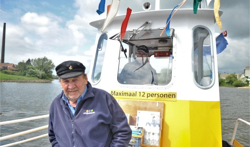 Schipper Frans Claassen geniet van elke minuut op het water. Foto: gertbudding.nl