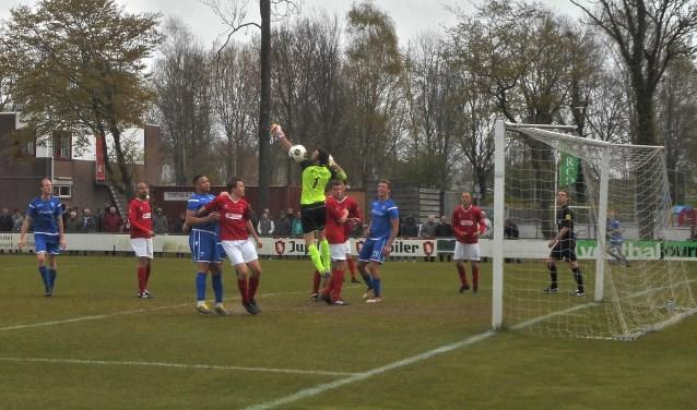 DFC's doelman Daniël Jansen speelde een sterke stadsderby en voorkwam dat Wieldrecht met een ruimere marge dan de 0-2 won van de roodwitte koploper.