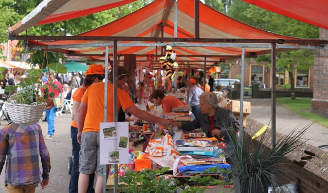 Opzaterdag 27 aprilwordt er weer een grote rommelmarkt en bazar op het kerkplein van Sprang-Capelle georganiseerd.