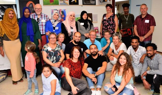 Initiatiefnemers en vrijwilligers van Hand in Hand. (Foto Dick Vogelzang)