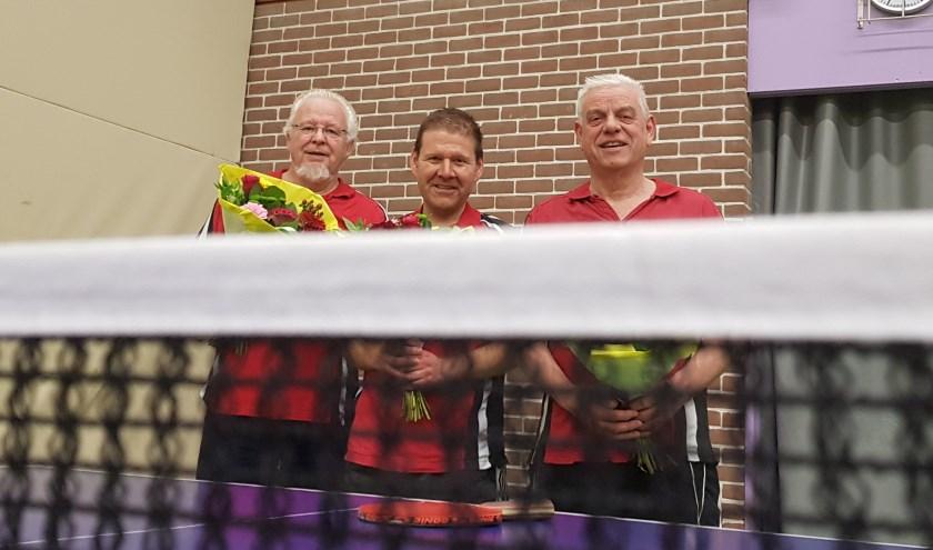Jan, Merijn en Henk kampioen voorjaarscompetitie tafeltennis.